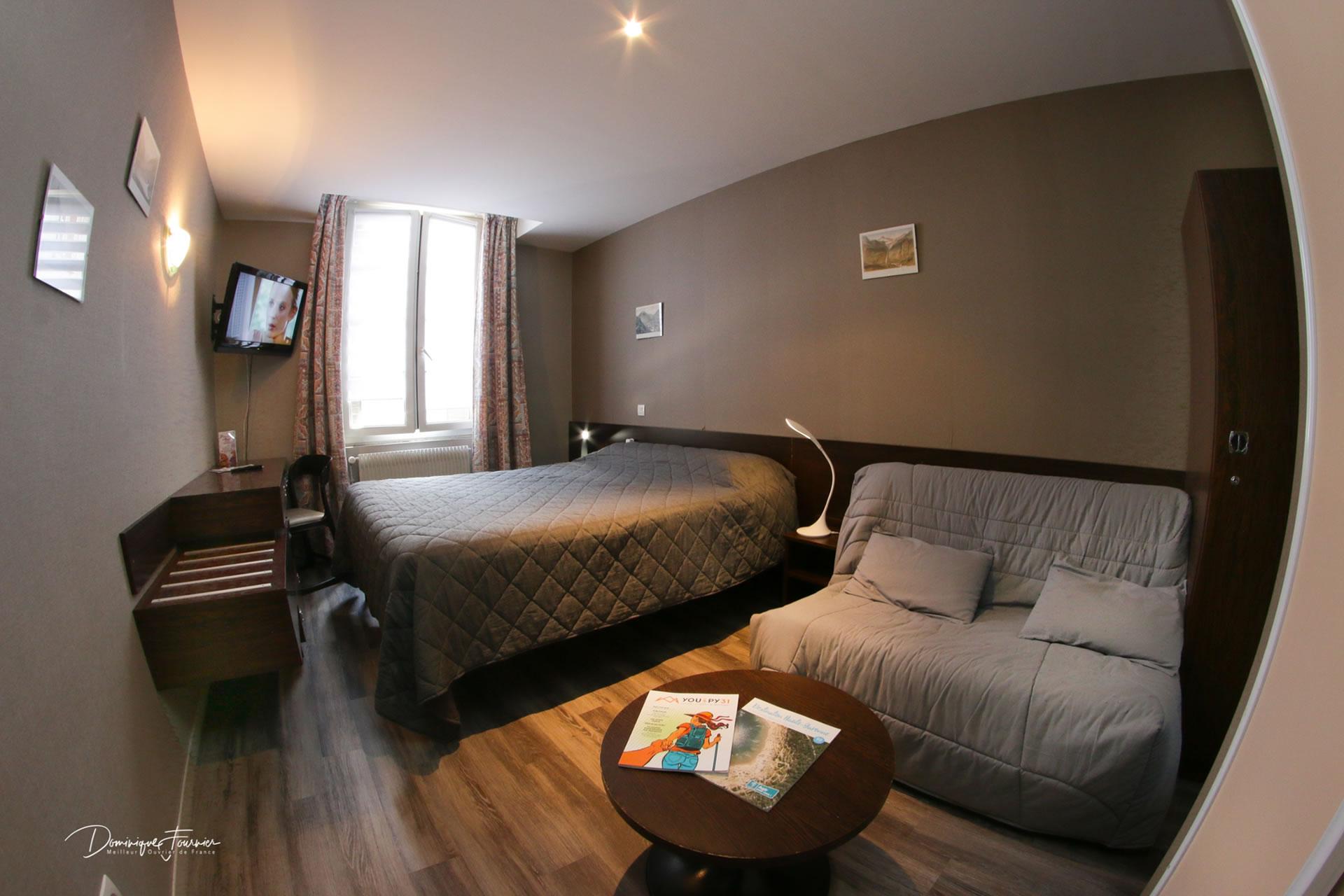 Une chambre de l'Hôtel des 2 nations à Luchon
